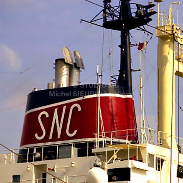Photo cheminée société navale Cannaise