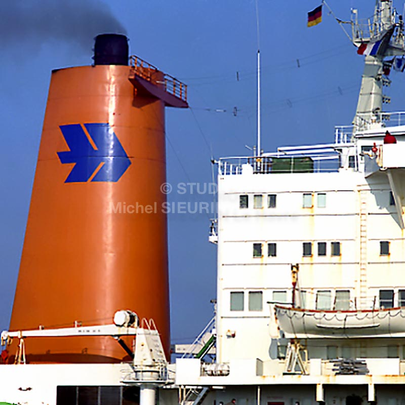 Cheminée de navire Hapag lloyd